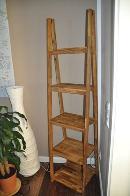 Stehleiter-Regal fürs Wohnzimmer