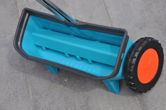 Streuwagen Gardena: Robustes Rad, gutes Fahrwerk