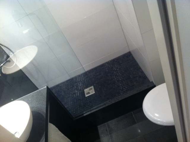 Sehr kompaktes Bad im Motelone München