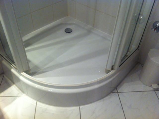 Hoher Einstieg - Nicht behindertengerechte Dusche