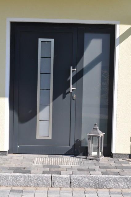 Windlicht vor der Eingangs-Tür