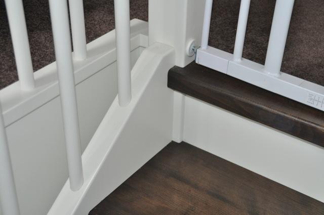 Befestigung des Treppenschutz-Gitter am Treppenpfosten