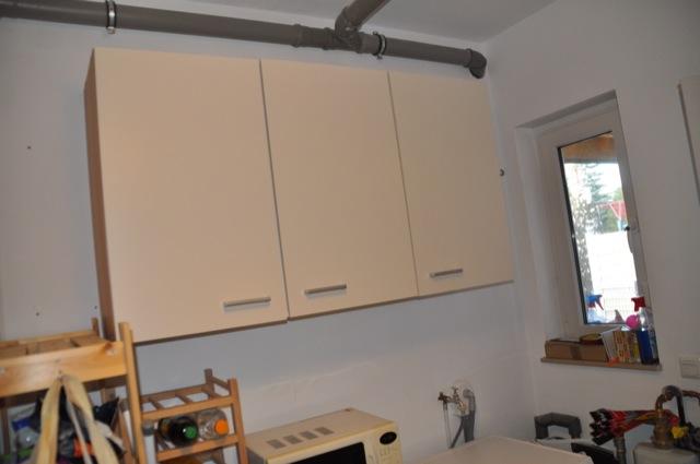Hauswirtschaftsraum - Aufbewahrung mit hängenden Küchenschrank