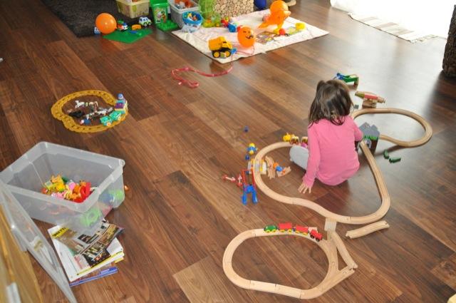 Spielzeug im Wohnzimmer aufbewahren und verstauen
