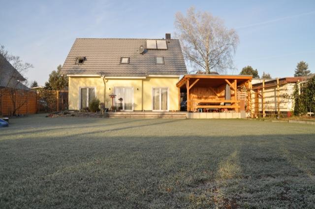 Einfamilienhaus mit Frost und Eis