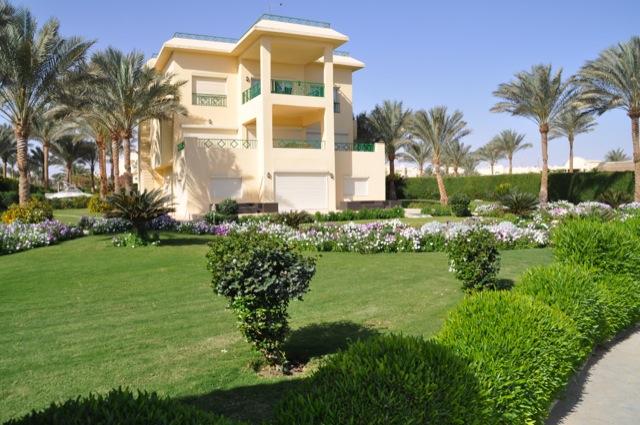 Anwesen mit Garten in direkter Strandlage
