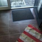 Eingangsbereich mit Schmutzmatte, Läufer und Abtreter