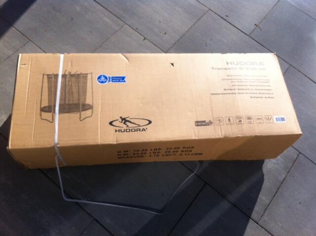 Trampolin kam per Post in der Verpackung mit 30 Kg