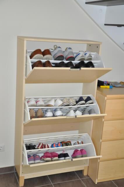Flacher Schuhschrank zur Wandbefestigung