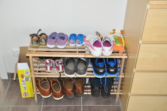 Günstiges Schuhregal aus Holz