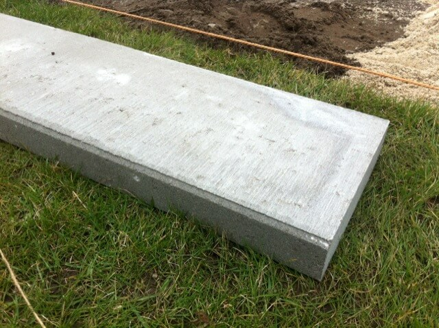 Rasenkanten / Rasenboard als Stein-Begrenzung für die Terrasse