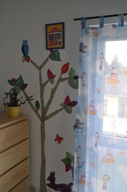 Wandaufkleber als Baum fürs Kinderzimmer