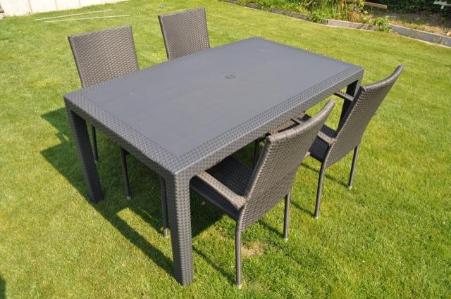 Esstisch Melody - Gartentisch aus Kunststoff mit Rattan-Optik