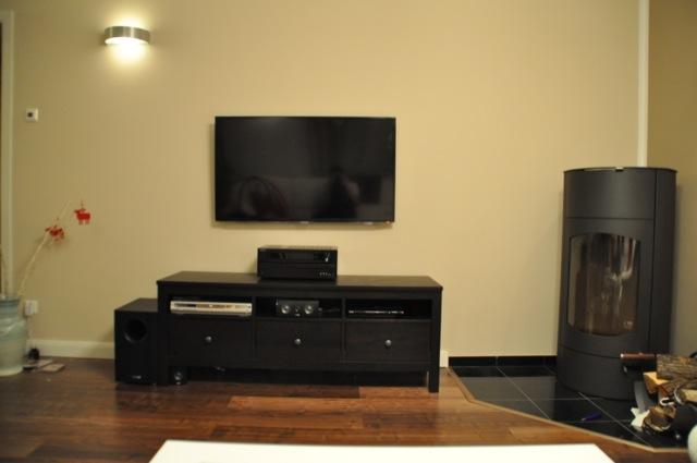 Heimkino-Anlage beim Hausbau planen - Fernseher an der Wand