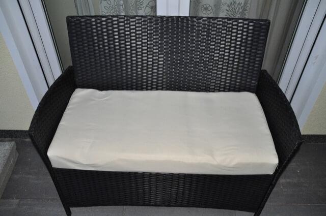 Günstiger Outdoor-2-Sitzer aus Rattan als Gartenbank