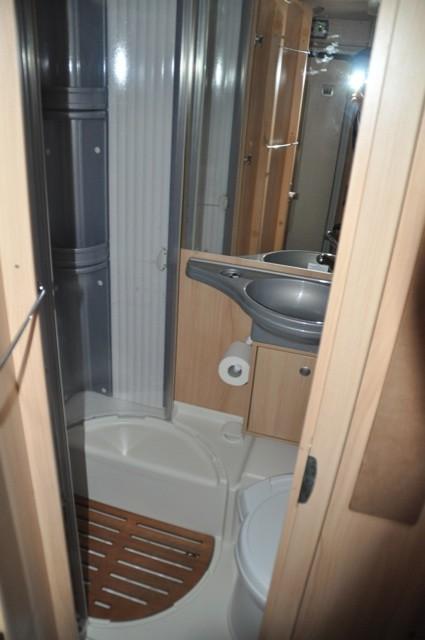 Nasszelle - Dusche und Toilette