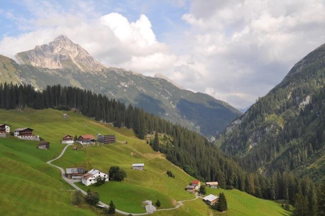 Alpen - Ein Tal mit toller Aussicht