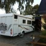 Wohnmobil in der Einfahrt - passt nicht unters Carport