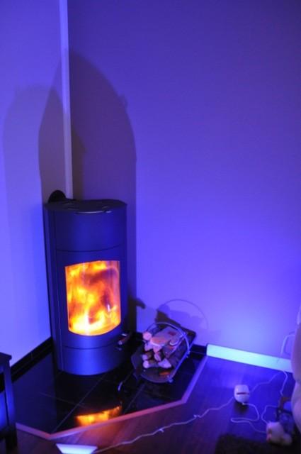 Farbwechsellampen mit blauem Licht - Indirekte Beleuchtung im Wohnzimmer