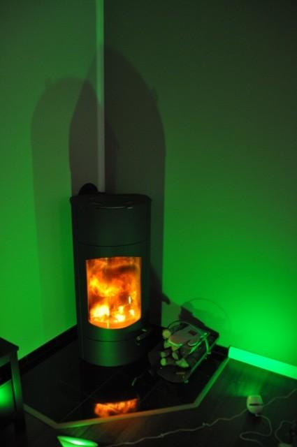 Farbwechsellampen mit grünem Licht - Indirekte Beleuchtung im Wohnzimmer