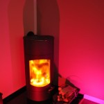 Farbwechsellampe in rot - Indirekte Beleuchtung im Wohnzimmer