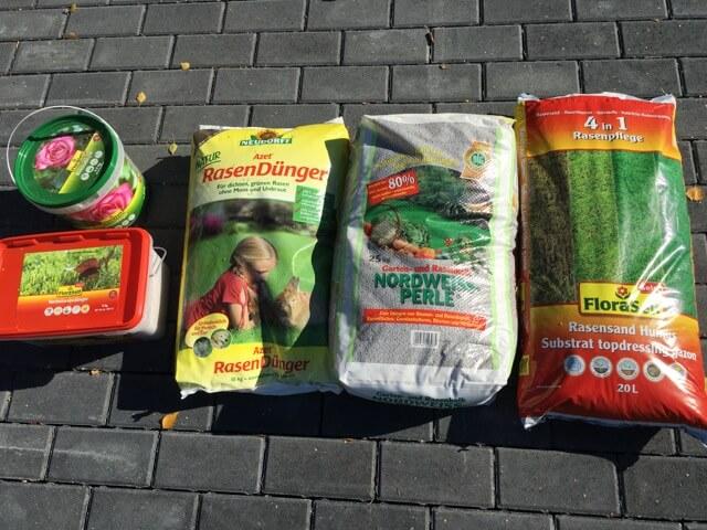 Düngung im Herbst: Rasendünger, Rasenkalk, Rasensand