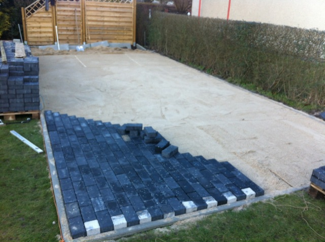 terrasse selber pflastern anleitung pflasterarbeiten. Black Bedroom Furniture Sets. Home Design Ideas