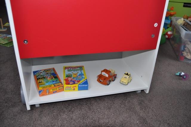 Kinder-Möbel: Regal mit Geheimfach / Geheimversteck