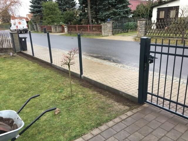 Beton für Zaunpfosten muss etwas trocknen