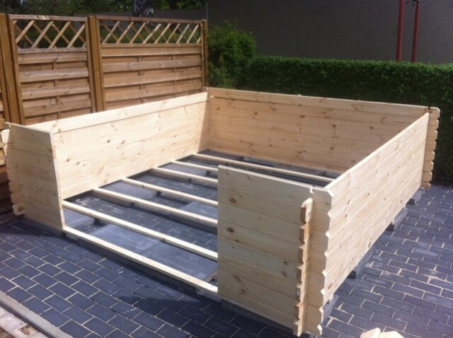 Aufbau vom Gartenhaus geht dank Blockbauweise recht zügig