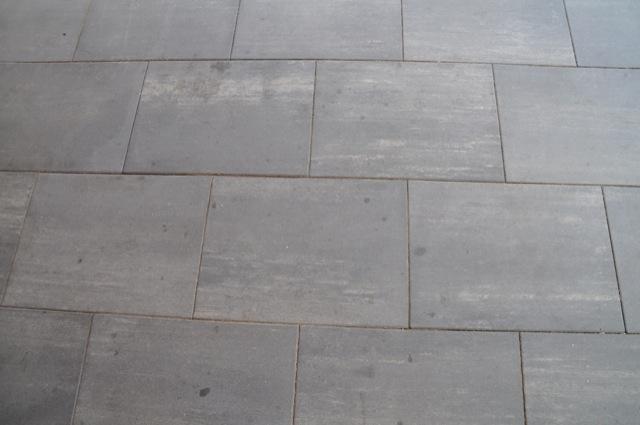 Kein Kalk, dafür Flecken auf Terrassenplatten
