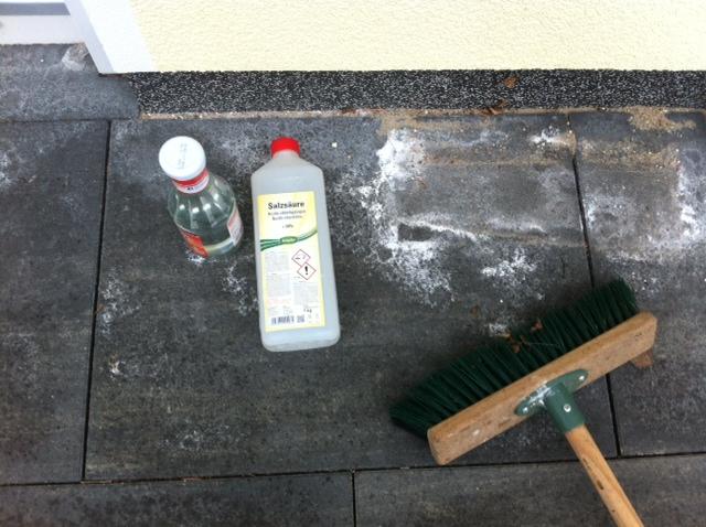 Bekannt Kalkausblühungen auf Terrassenplatten – Hilft Salzsäure gegen GM68