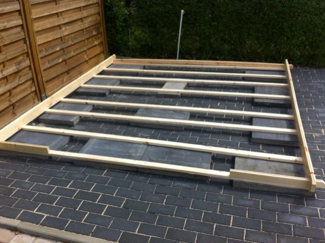 Untergrund für das Gartenhaus mit Betonplatten