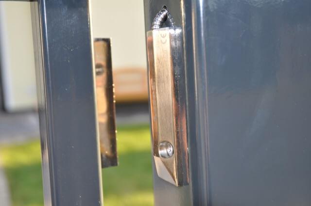 Sicherheitsmechanismus: Magnet-Sensor - Sperre hindert die Öffnung