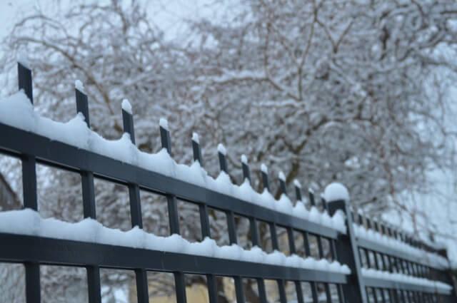 Schwarz & Weiss - Unser Zaun im Schnee