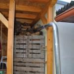 Brennholz trocken lagern - Terrasenüberdachung zum Kaminholz stapeln
