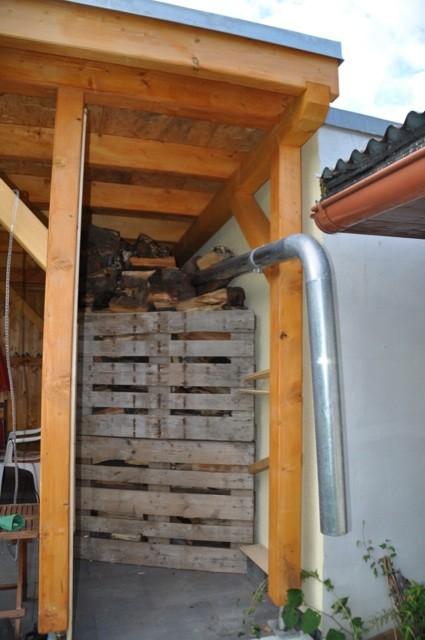 Brennholz trocken lagern - Terrassenüberdachung zum Kaminholz stapeln