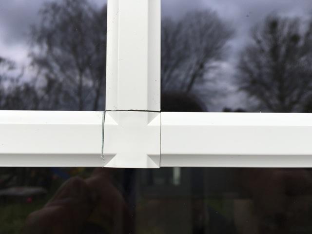 Passgenauigkeit der selbstklebenden Fenstersprosse