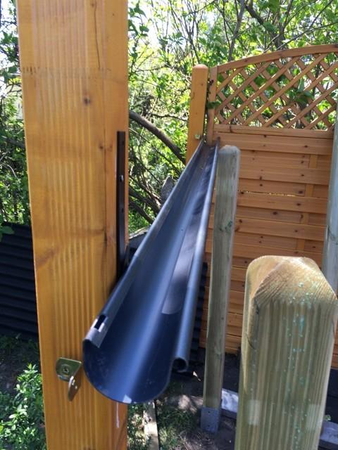Dachrinne - Befestigung Regenrinne am Schleppdach des Gartenhaus