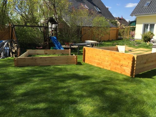 Blockbohlen auseinandergenommen - Seitenwand im ganzen Stück beim Umzug des Gartenhaus
