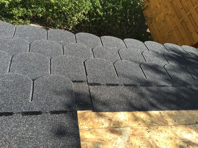 Dachschindeln Bieberschwanz in schwarz-anthrazit für unser Gartenhaus