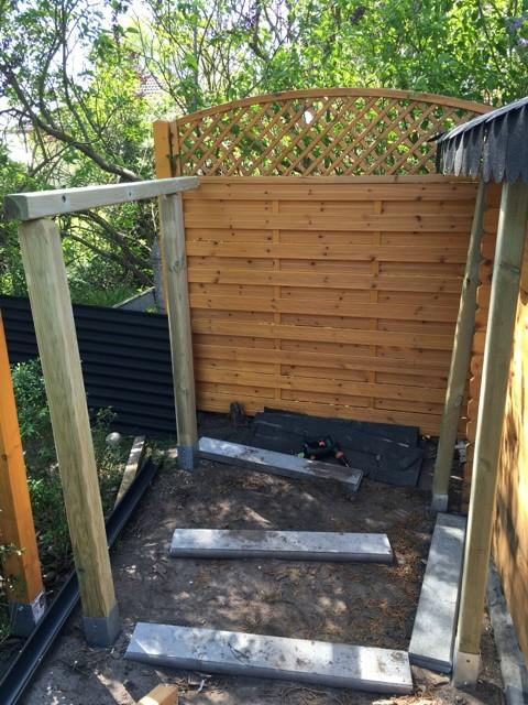 Holzpfosten als Unterbau vom Schleppdach - Konstruktion selber bauen