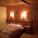 Schlafzimmer aus Holz im Landhausstil