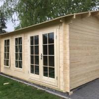 Gartenhaus selber aufstellen – Erfahrungsbericht & Aufbau in Bildern