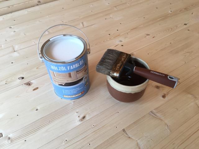 Holzöl farblos für den Fußboden im Gartenhaus