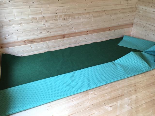 Teppichboden im Gartenhaus verlegen
