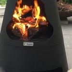 Feuerbild im Gartenkamin
