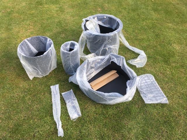Einzelteile Gartenkamin in der Verpackung