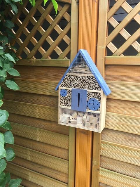 Unser Insektenhotel im Garten