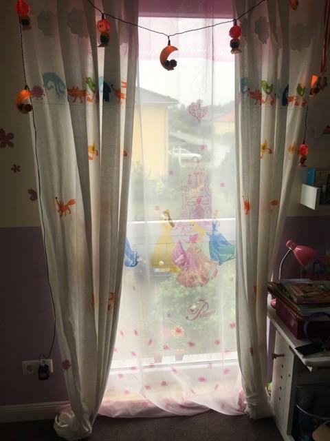 Bodentiefes Fenster im Kinderzimmer - Vorhang als Sichtschutz